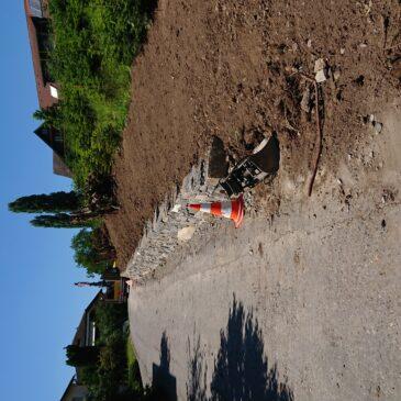 Die Amhof Forst GmbH unterstützte beim Bau einer Trockensteinmauer